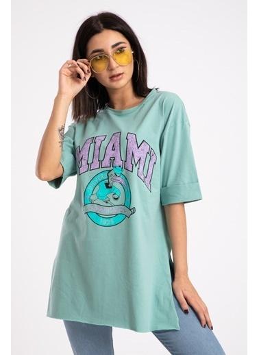 Madame Sare  Kadın Yeşili Miami Baskılı Yırtmaçlı Tişört Yeşil